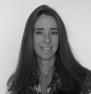 Caroline Bernier, madrelingua francese, laureata in Giurisprudenza presso l'Università Statale degli Studi di Milano con una tesi in Diritto internazionale, collabora con l'Avvocato Gattoni dal 2008.